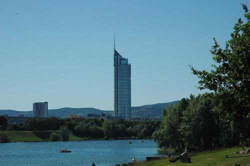 Vistas de Viena desde la isla del Danubio