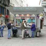 Wurstelstand, comer en la calle en Austria