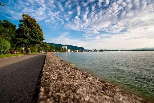 Alrededores del lago en Bregenz